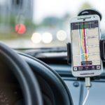 Guida sicura: come usare il cellulare con i controlli vocali